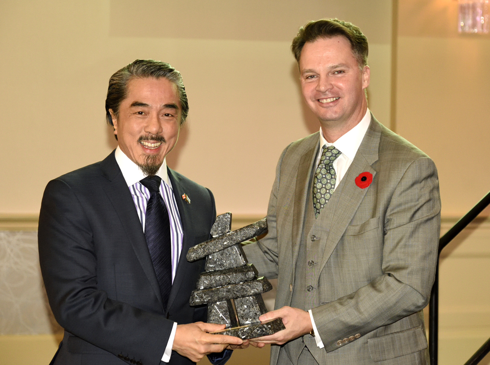 Sandy Chim, Chairman of Labec Century, accepting the 2014 Explorer of the Year Award